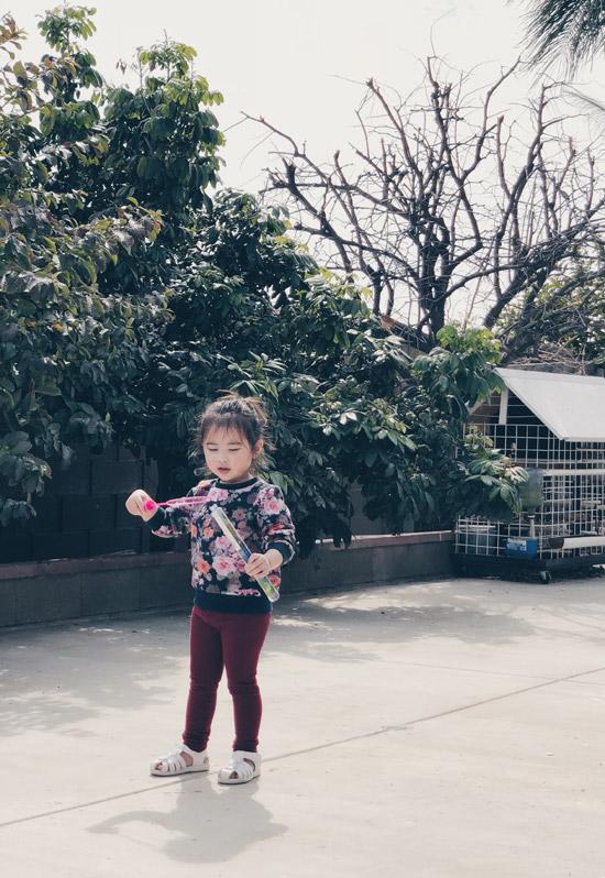 Khi được hỏi về ý định có sinh thêm em bé, Kim Hiền cười nói rằng, vợ chồng cô hài lòng với tổ ấm một trai, một gái.