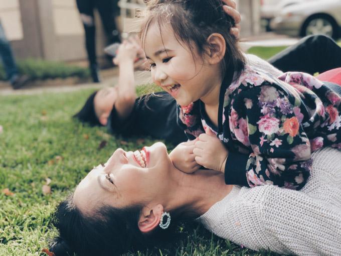 Yvona, trái ngọt trong cuộc hôn nhân thứ haicủa nàng Út Ráng đã sắp tròn 3 tuổi. Cô nhóc thừa hưởng vẻ đẹp của cả bố lẫn mẹ và càng lớn càng đáng yêu.