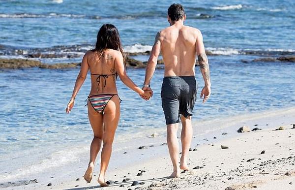 Thậm chí vào năm 2015, hai người đã nộp đơn ly hôn lên tòa vì xung đột trong vài vấn đề, nhưng vài tháng sau lại rút đơn vì Megan Fox lỡ mang bầu con thứ ba. Người đẹp và Brian nhanh chóng trở lại mặn nồng như xưa.