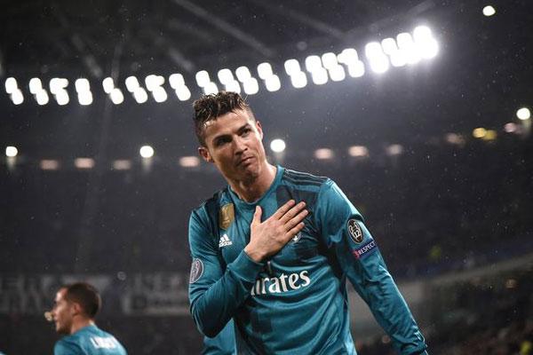 Các fan Juve đồng loạt đứng dậy vỗ tay ngưỡng mộ