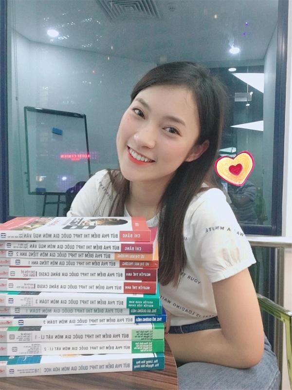 Hoàng Yến Chibi mua sách luyện thi tặng em trai