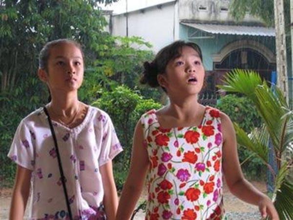 Angela Phương Trinh và Nhật Hạ trong phim Mùi ngò gai cách đây 14 năm.