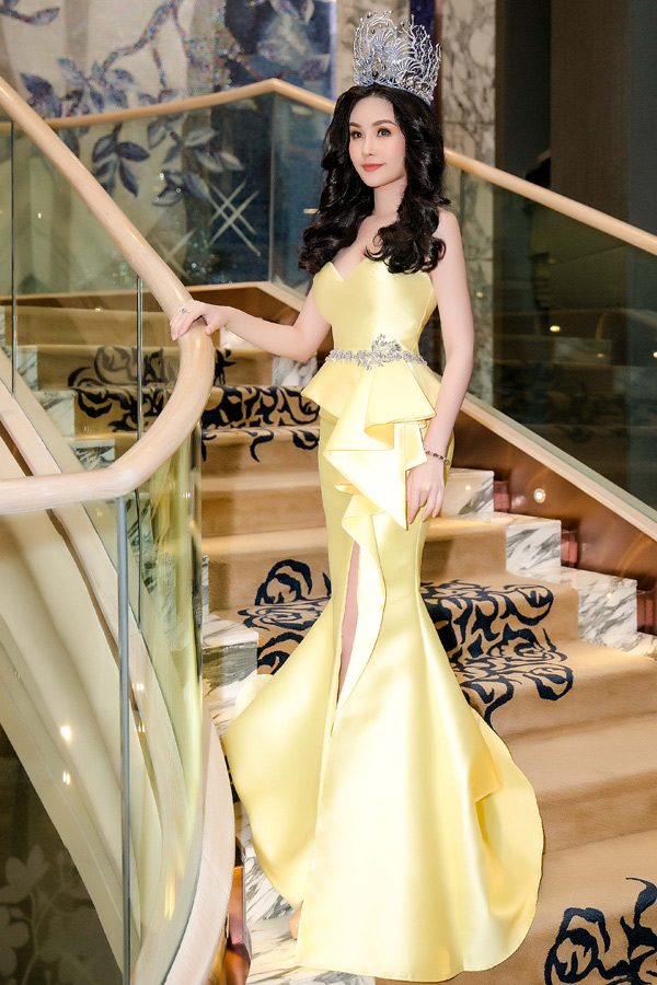 Cô vừa trải qua khoảng thời gian khó khăn khi bị nhiều người chê bai về nhan sắc và Cục Nghệ thuật Biểu diễn yêu cầu thu hồi danh hiệu Hoa hậu Đại dương.