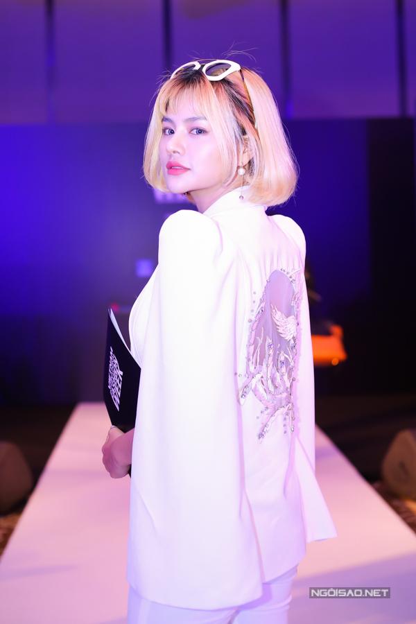 Lần thứ 2 đến với chương trình trong vài trò nhà thiết kế, Vũ Thu Phương hy vọng khán giả yêu thời trang Việt sẽ đón nhận bộ sưu tập mới của cô.