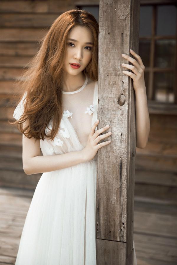 Cô được kỳ vọng trở thành ngọc nữ mới của màn ảnh Việt.
