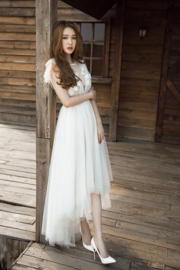 Quỳnh Hương sắp nhận vai chính thứ hai trong phim điện ảnh Hạ cuối tình đầu. Cô tiết lộ sẽ hóa thân một cô gái mạnh mẽ, cá tính.
