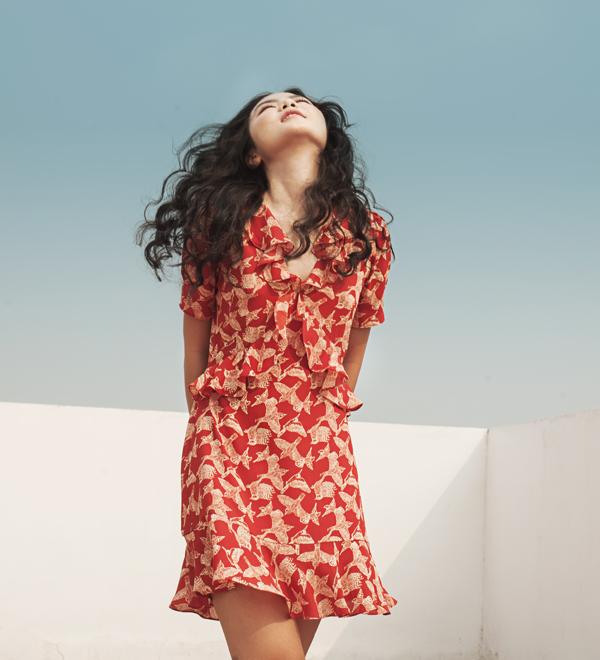 Thebluetshir: à thương hiệu thời trang với thiết kế tinh tế và năng động cho những người phụ nữ hiện đại.