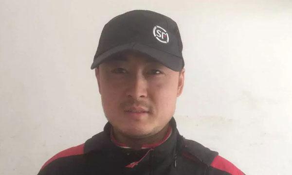 Anh Li đang được người dùng mạng Trung Quốc phong là anh hùng sau hành động xả thân cứu người.