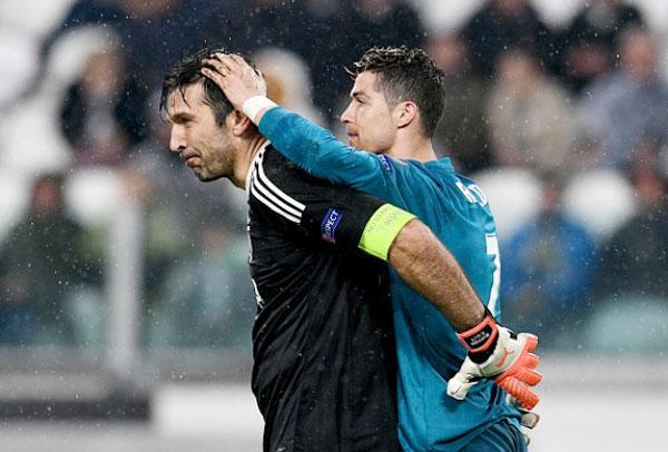Siêu sao Bồ Đào Nha cũng dành cho thủ môn Juve sự tôn trọng đặc biệt.