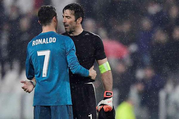 Trong cuộc phỏng vấn sau trận đấu, thủ thành 40 tuổi hết lời ca ngợi chân sút Bồ Đào Nha. Ronaldo là một cầu thủ đạt tới mức phi thường, dường như không có điểm dừng.Cùng với Messi, cậu ấy đang đạt tới đỉnh cao, có thể so sánh với Maradona hay Pele. Chúng tôi rất buồn và thát vọng vì có thể không lọt được vào vòng trong, thật tiếc. Tuy nhiên, trước một đối thủ mạnh hơn, chúng tôi phải chấp nhận và chúc mừng họ. Giấc mơ Champions League của tôi không thành bởi những người giỏi nhất, thủ môn kỳ cựu phát biểu.