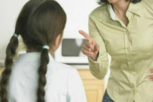 Khi muốn con làm việc gì, mẹ không cần thiết phải hét lên hoặc dùng ngữ điệu lên cao với chúng. Ảnh minh họa.
