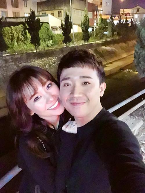 Vợ chồng Hari Trấn Thành check in Đà Lạt lúc nửa đêm.