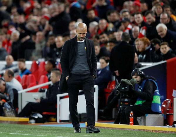 HLV Guardiola ngậm ngùi nhận ra rằng giấc mơ Champions League cùng Man Citygần như tan vỡsau trận thua 0-3 trước Liverpool trên sân Anfield ở lượt đi.