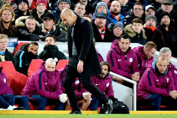 Chiến lược gia lừng danh người Tây Ban Nha không thể tin rằng các học trò để thua tới 3 bàn ngay trong hiệp một và đó cũng là kết quả cuối cùng của trận đấu. Nhà cầm quân lão luyện với dáng đi thất thểu, thất vọng tràn trề.