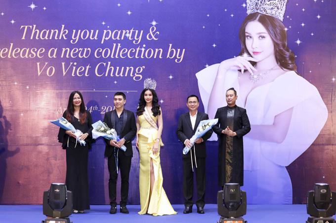 Ngươi đẹp chụp ảnh cùng diễn viên Kim Khánh, chuyên gia trang điểm Ghy, nhà thiết kế Võ Việt Chung trên sân khấu.