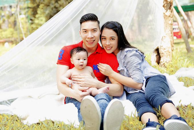 Nghệ sĩ Quốc Nghiệp cùng vợ và con trai cũng là khách mời của show thực tế này.