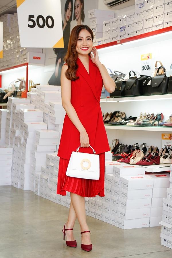 Cô cho biết chương trình Big Summer Sale là cơ hội mua hàng khuyến mãi thú vị dành cho phái đẹp vì sản phẩm chất lượng, giá ưu đãi.