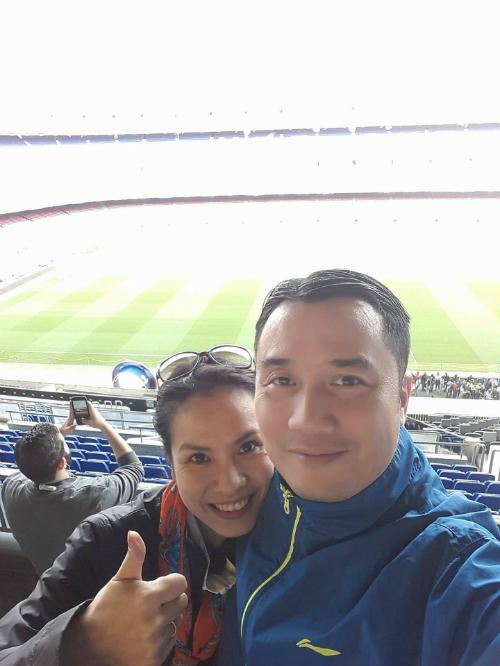 Chuyến tham quan sân Nou Camp đầy cảm xúc cảu Hồng Việt - Thu Trang - 2