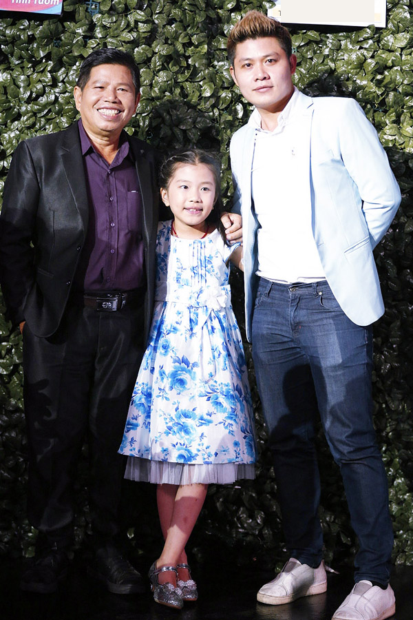 Ngoài ra, cuộc thi còn có gia đình nhạc sĩ Nguyễn Văn Chung.