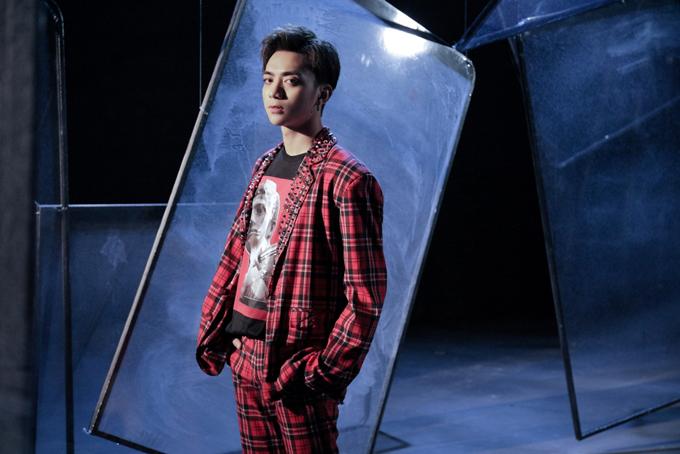 Bằng cách đầu tư chỉn chu cho âm nhạc và thời trang, hoàng tử ballad muốn mang tới sự mới mẻ về tạo hình. Trong các dự án gần đây, anh luôn nhờ sự giúp đỡ và hỗ trợ của stylist Kelbin Lei để giúp mình trở nên thu hút hơn.