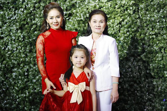 Gia đình nghệ sĩ Thy Nhung.