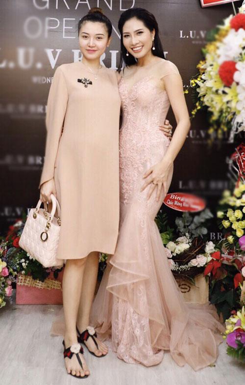 Hoa hậu Sắc đẹp toàn cầu Ngọc Duyên mặc giản dị tới chúc mừng Lục Bảo Quyên và My Lê Nguyễn.