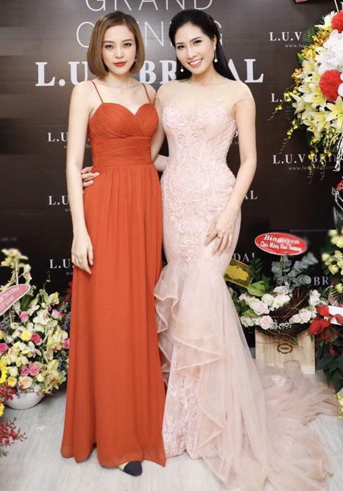 Tối 4/4, siêu mẫu Lục Bảo Quyên và My Lê Nguyễn khai trương cửa hàng áo cưới dành cho các cô dâu và phù dâu.