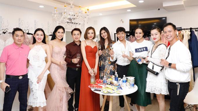 Dàn người đẹp tới chúc mừng siêu mẫu Lục Bảo Quyên làm bà chủ