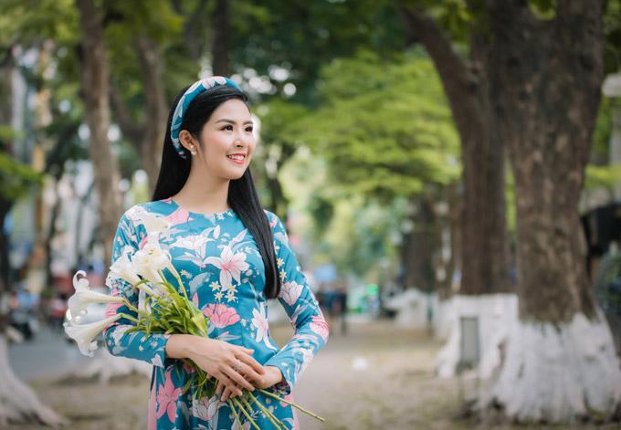 Đỗ Mỹ Linh làm nàng thơ của Ngọc Hân trong bộ sưu tập áo dài