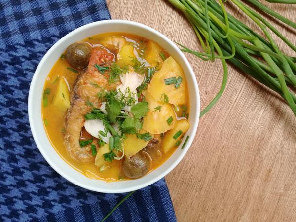 Thanh ngọt canh cá trắm nấu chua