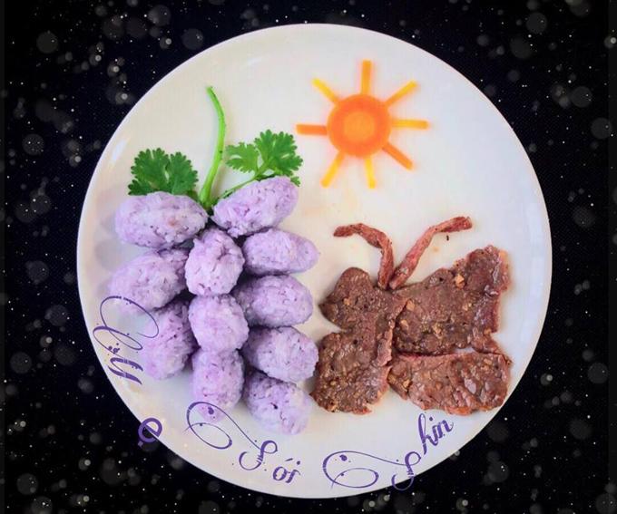 Lúc đầu Sói bảo không biết ăn món này, món kia nhưng khi thấy mẹ trang trí đĩa cơm xong, bé nhìn và thay đổi ý định.