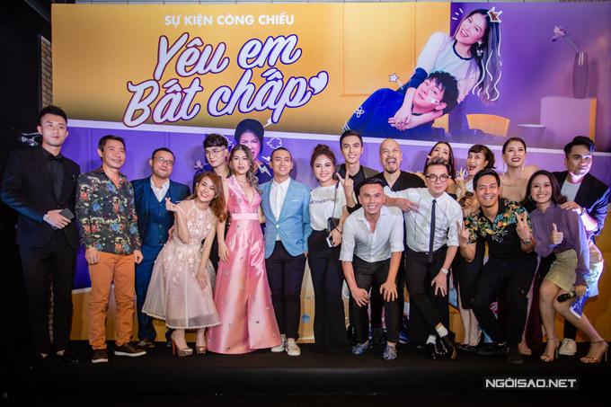 Đoàn phim rất hạnh phúc khi được đông đảonghệ sĩ Hà Nội đến ủng hộ.