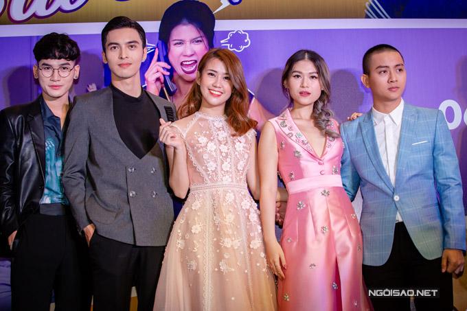 Từ trái sang: Ali Hoàng Dương, Công Dương, Ngọc Thảo, Ngọc Thanh Tâm và Hoài Lâm.