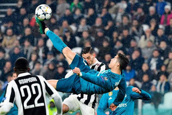 C. Ronaldo bật cao hơn hàng phòng ngự Juve, ghi tuyệt phẩm giúp Real đại thắng