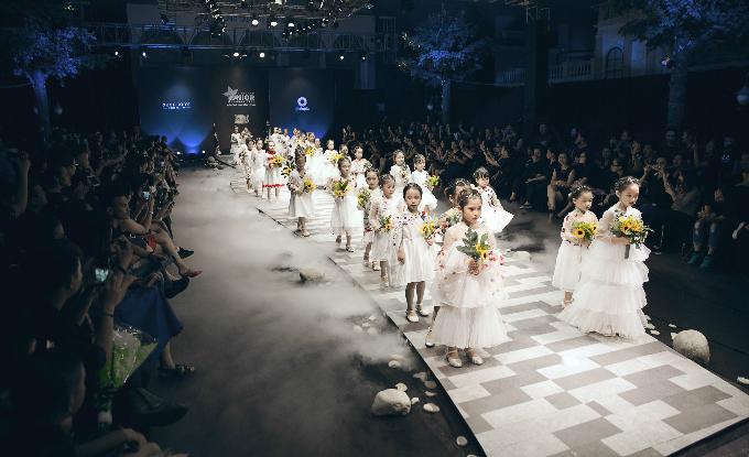 Sân khấu Vietnam Juniors Fashion Week mùa 3.
