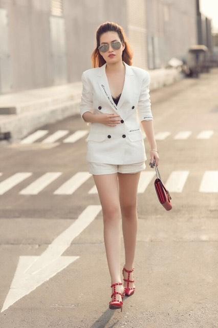 Diễm Trần khoe street style cá tính