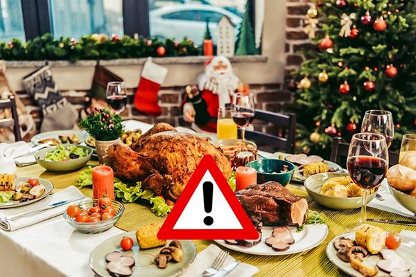 Ngồi bên cạnh bàn ănNếu tham dự một bữa tiệc lớn, đừng ngồi ở vị trí trung tâm mà nên ngồi ở bên cạnh bàn. Vị trí này sẽ ngăn bạn tiếp cận với tất cả các món ăn ở trên bàn, nhờ vậy, bạn sẽ không ăn quá nhiều.