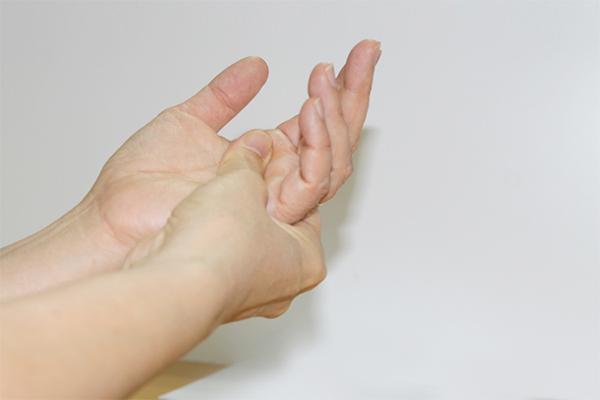 Chân tay tê ngứa râm ran