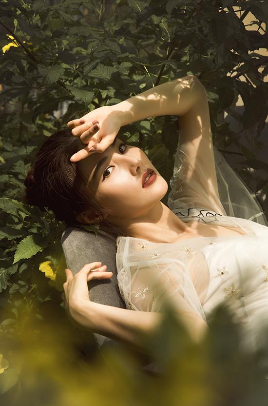 Sau thành công của vai diễn trong Cô ba Sài Gòn, Diễm My cho biết sắp tới cô sẽ xuất hiện trong dự án điện ảnh mới. Trongphim Ống kính sát nhân cô sẽ đóng cặp cùng Hứa Vĩ Văn và thử sức với thể loại phim trinh thám.