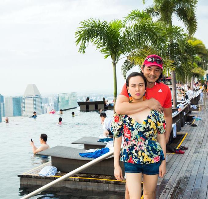 Quách Ngọc Ngoan và người tình Phượng Chanel đang có kỳ nghỉ ở Singapore.