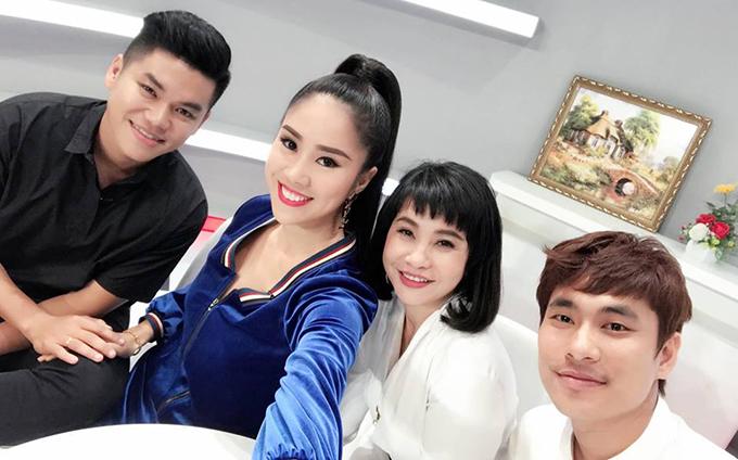 Hai cặp đôi Lê Phương - Trung Kiên và Cát Phượng - Kiều Minh Tuấn hội ngộ trong chương trình Là vợ phải thế.