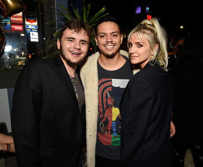 Vợ chồng Ashlee Simpson và Evan Ross đến dự tiệc.