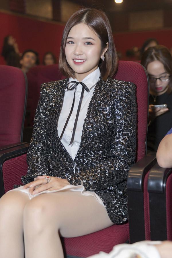 Ca sĩ Suni Hạ Linh góp mặt trong dàn nghệ sĩ dự chung kết cuộc thi hát tổ chức tại TP HCM.