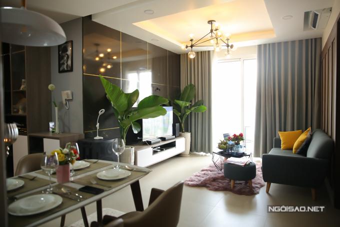 Quách Tuấn Du hạnh phúc khi mua được nhà riêng, sau hơn 10 năm hoạt động trong làng giải trí. Căn hộ anh mới tậu nằm trêntầng 19 một chung cư cao cấp ở quận 6.