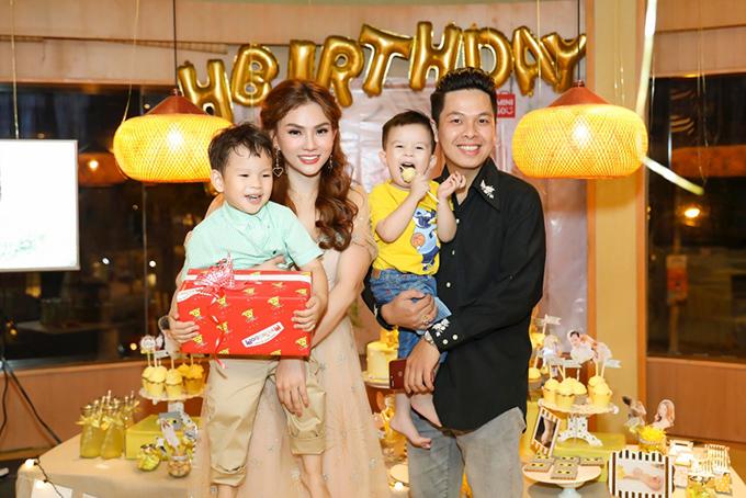 Cựu thành viên Mây Trắng đưa con đi sinh nhật con trai Thu Thuỷ