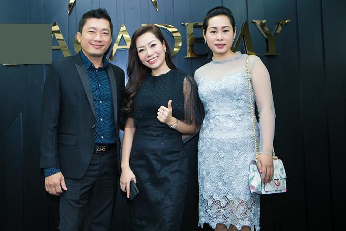 Kinh Quốc và bà xã lấy nhau được gần hai năm. Họ bằng tuổi, cùng sinh năm 1974. Từ sau cưới, cặp đôi ít xuất hiện chung trong các sự kiện của showbiz.