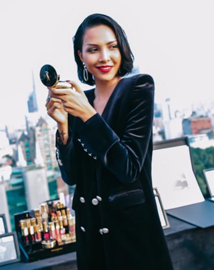 Người mẫu Phạm Đình Minh Triệu nổi bật với sắc son quyến rũ từ Paris.