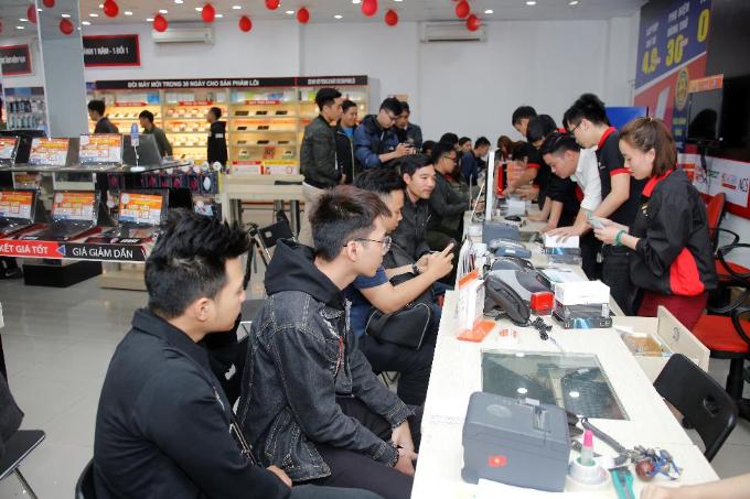 Theo đó, hơn 300 khách hàng đầu tiên sở hữu Huawei Nova 3e nhận được tai nghe AKG trị giá 2.99 triệu đồng, bên cạnh những quà tặng giá trị trong thời gian nhận đặt hàng trước.