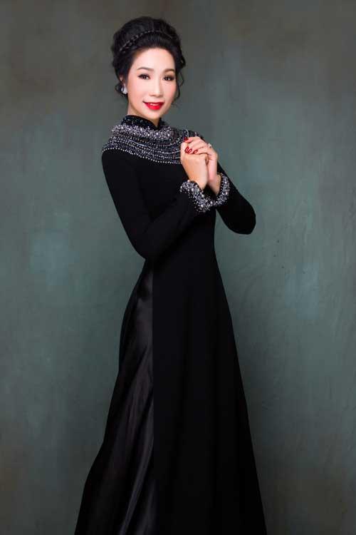 Kiểu cổ áo trang sức (jewel necklines) sẽ tạo hiệu ứng làm sáng khuôn mặt cho người mặc.