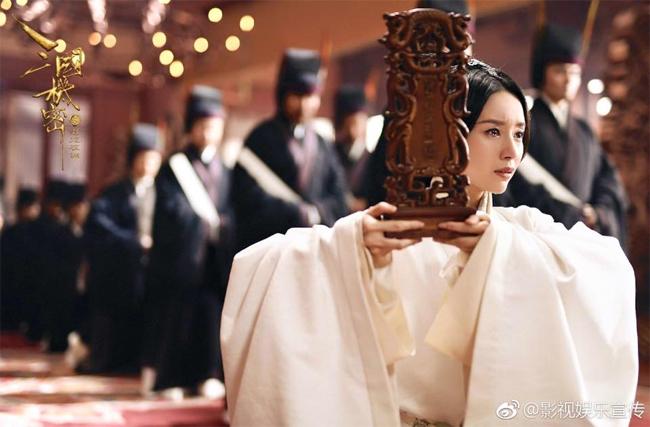 Đổng Khiết thừa nhận cô và nhân vật Đường Anh có chút giống nhau, bề ngoài lạnh lùng, ít nói, nhưng bên trong vẫn là trái tim phụ nữ yếu đuối.